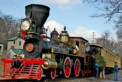 Tannenbaum Christmas Tree Train with No. 17