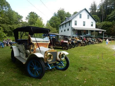 Early American Automobile Day at Ma & Pa Railroad